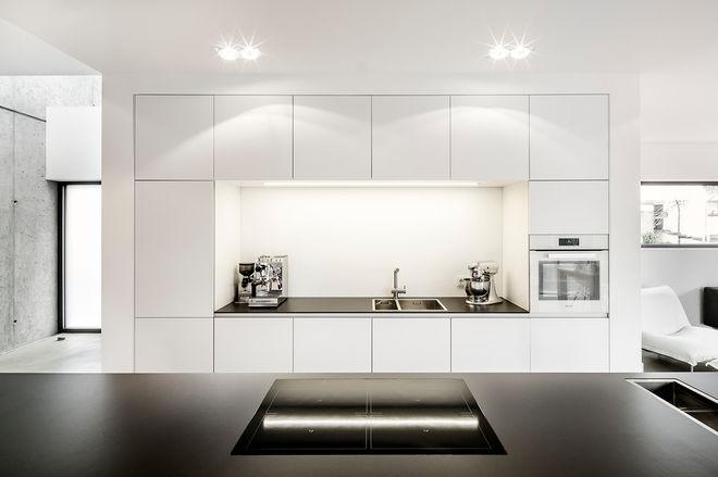 Πώς να σχεδιάσετε μια ζεστή και παράλληλα σύγχρονη κουζίνα